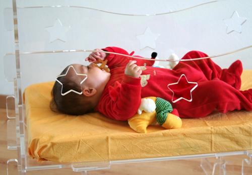 culla per bambini totalmente trasparente