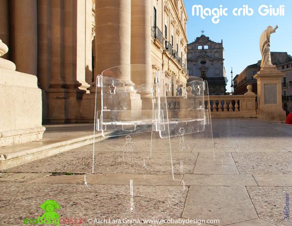 Culla disegnata Arch Lara Grana esposta al Museum of Design of Plastics - UK